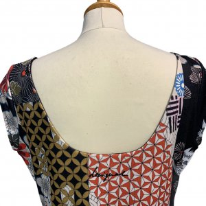 שמלה קצרה Desigual בדוגמא צבעונית גיאומטרית אוריינטלית 3
