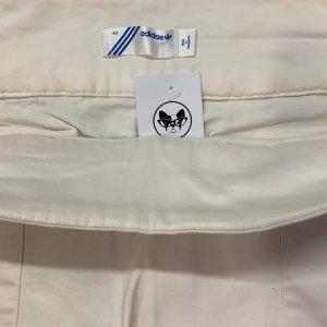 מכנסי ברמודה לבנים עם כיסים מבית ADIDAS 4