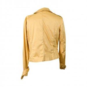 מעיל קרם מחויט עם כפתורי זהב 2
