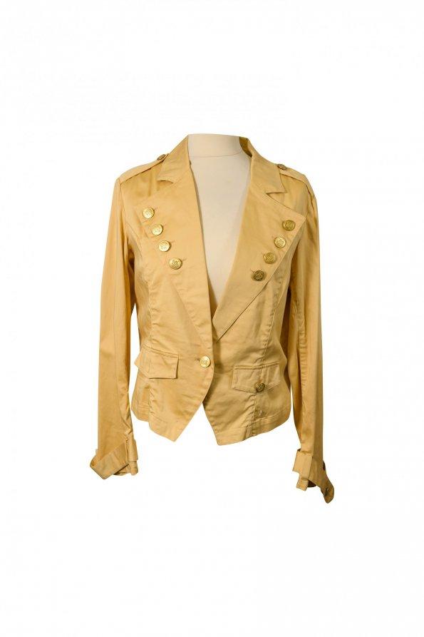 מעיל קרם מחויט עם כפתורי זהב 1