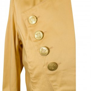 מעיל קרם מחויט עם כפתורי זהב 3