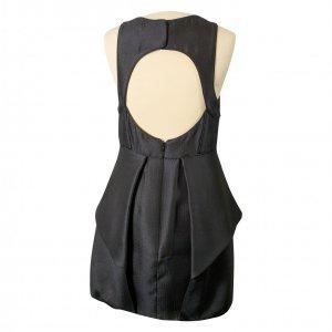שמלה שחורה ללא שרוולים גב חשוף עם 2 שכבות מקדימה 2