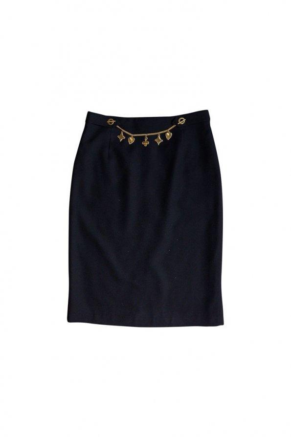 חצאית שחורה עם שרשרת זהב 1