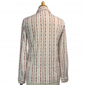 חולצת וינטג' מכופתרת שרוול ארוך צבע שמנת עם צורות גיאומטריות צבעוניות לאורך 2