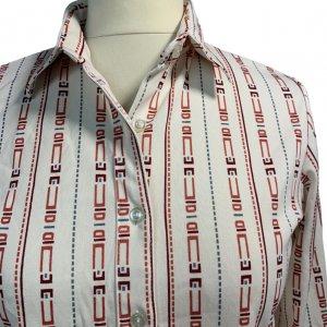 חולצת וינטג' מכופתרת שרוול ארוך צבע שמנת עם צורות גיאומטריות צבעוניות לאורך 3