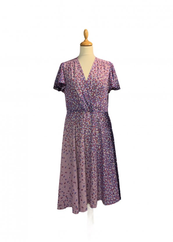 שמלת וינטג' שרוול קצר ורוד עתיק עם פרחים סגולים לבנים ורודים 1