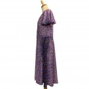 שמלת וינטג' שרוול קצר ורוד עתיק עם פרחים סגולים לבנים ורודים 4