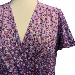 שמלת וינטג' שרוול קצר ורוד עתיק עם פרחים סגולים לבנים ורודים 3