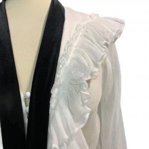 חולצה מכופתרת לבנה עם קשירה שחורה בצאוורון - Chloé 4