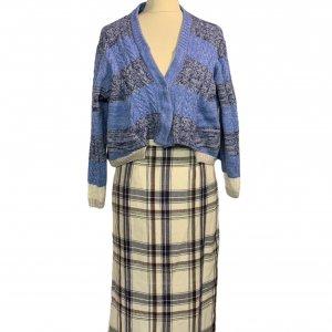 חצאית צמר וינטג׳ משבצות לבן כחול חום 3