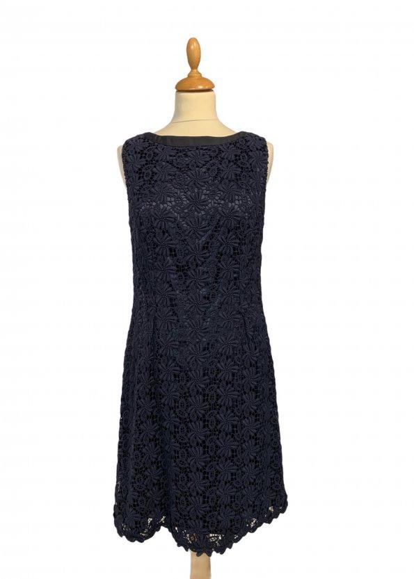 שמלה שרוול קצר תחרת פרחים בצבע כחול כהה עם רוכסן מאחור - Tahari 1