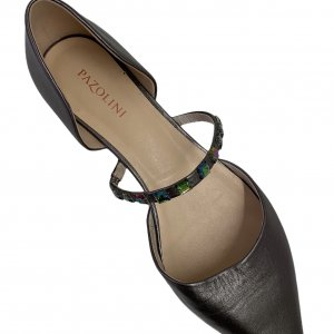 נעלי בובה שפיץ עור כסוף עם רצועה ואבנים - PAZOLINI 5