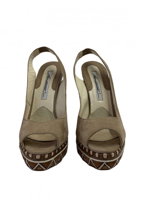 נעלי עקב עם פלטפורמה בצבע חום עם חבלים לבנים - BRIAN ATWOOD 1