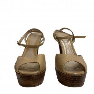 נעלי עקב עם פלטפורמה מעץ עור בצבע בז׳ FENDI 3