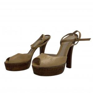 נעלי עקב עם פלטפורמה מעץ עור בצבע בז׳ FENDI 2