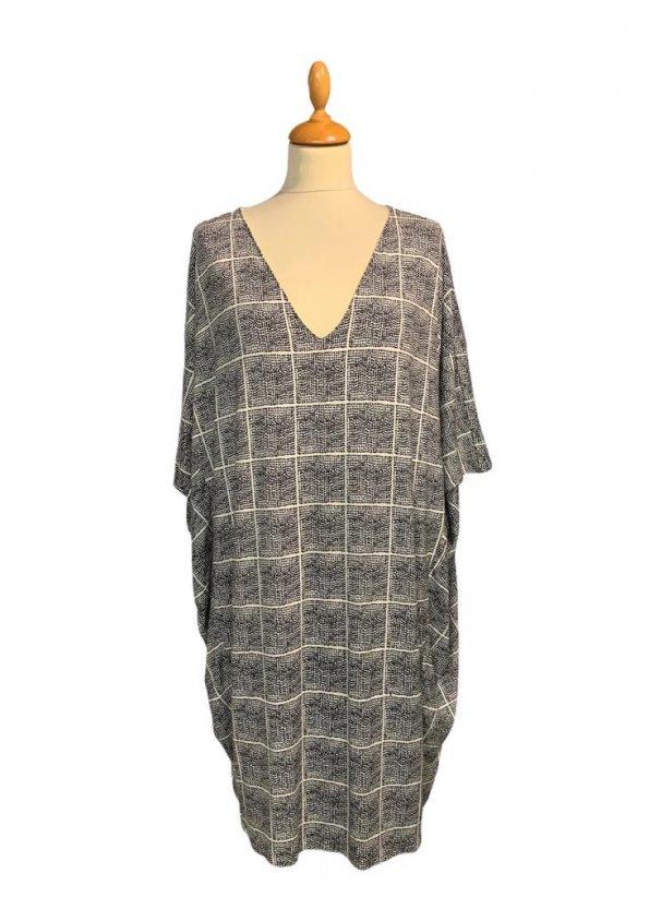 שמלת עטלף לבנה ריבועים מנקודות שחורות - BELLA LUXX 1
