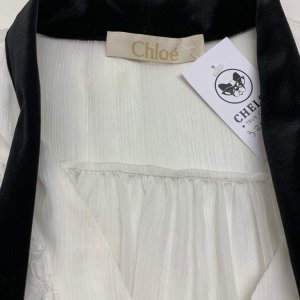 חולצה מכופתרת לבנה עם קשירה שחורה בצאוורון - Chloé 6