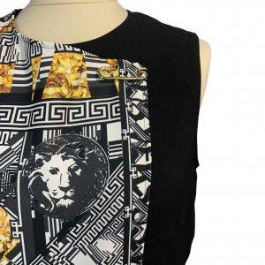 שמלה שחורה ללא שרוול שחורה עם הדפס בצד ימין אפור עם זהב - VERSACE VERSUS 4