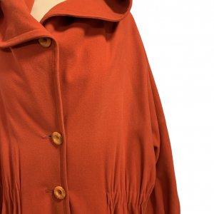 מעיל כתום עם קפוצון - KARL LAGERFELD 4