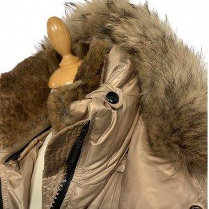 מעיל פוך בגוון זהב עם צווארון נשלף וכובע צמרירי - SAM 4