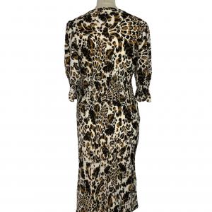 שמלת מקסי שרוול קצר בצבע שמנת עיטורים בגוון חום שחור וכיווץ במותן ובתחילת השרוול diane von furstenberg 3