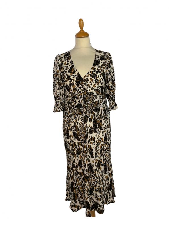 שמלת מקסי שרוול קצר בצבע שמנת עיטורים בגוון חום שחור וכיווץ במותן ובתחילת השרוול diane von furstenberg 1
