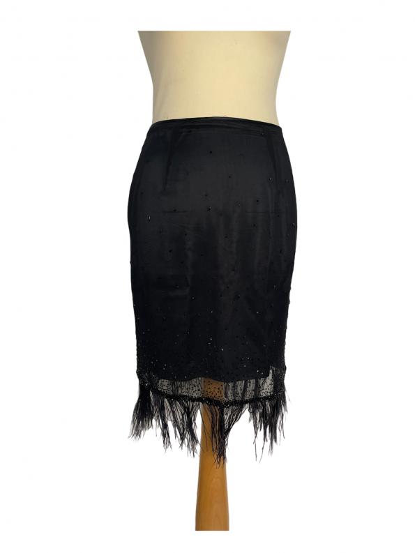 חצאית שיפון שחורה עם רשת ונוצות 1
