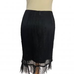 חצאית שיפון שחורה עם רשת ונוצות 3