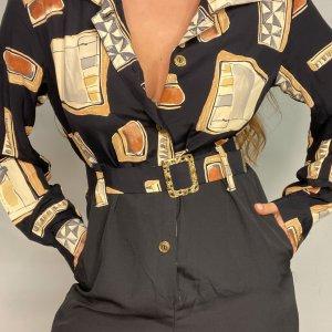 אוברול שחור עם הדפסי מרובעים בצבעי חום עם חגורה ואבזם זהב 2