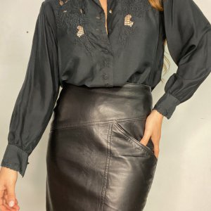חצאית קצרה עור שחורה 4
