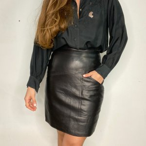 חצאית קצרה עור שחורה 3