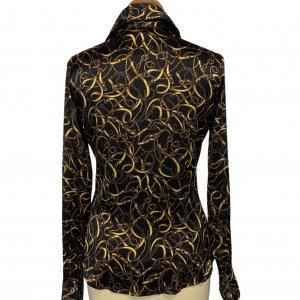חולצה שחורה מכופתרת שרשראות זהב 5
