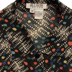 חולצה ארוכה מכופתרת שחורה עם נקודות בכחול צהוב כתום ירוק תכלת וריבועים ומלבנים בלבן 6