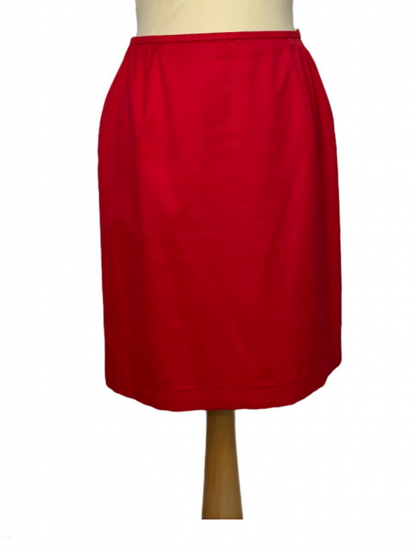 חצאית צמודה גזרה גבוהה בצבע אדום escada 1