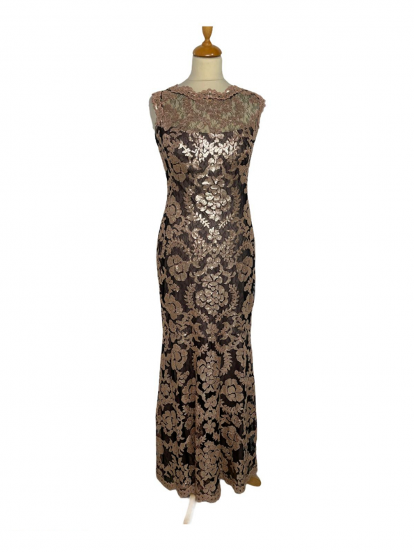 שמלת מקסי שחורה עם תחרה ופייטים בצבע פודרה 1
