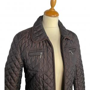 מעיל ארוך בצבע חום כהה תפירה בצורת מעויינים וכיסים 4