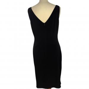 שמלה ללא שרוולים שחורה עם פייטים כסופים בדוגמאת חץ מטה calvin lein 4
