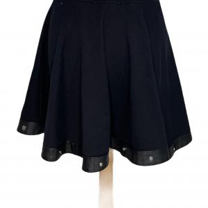 חצאית גזרה a מבד שחורה פס דמוי עור שחור עם ניטים כסופים diesel 2