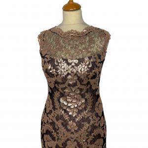 שמלת מקסי שחורה עם תחרה ופייטים בצבע פודרה 3