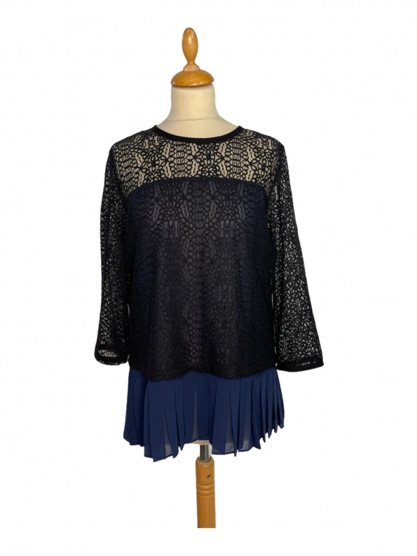 חולצת תחרה שחורה עם פליסה כחול armani 1