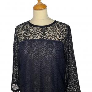 חולצת תחרה שחורה עם פליסה כחול armani 4