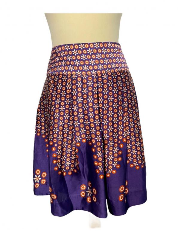 חצאית פליסה משי סגול עם פרחים כתומים 1