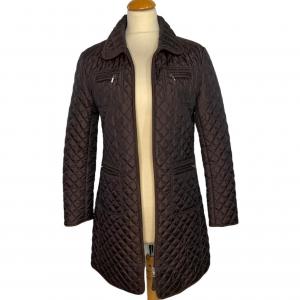 מעיל ארוך בצבע חום כהה תפירה בצורת מעויינים וכיסים 2