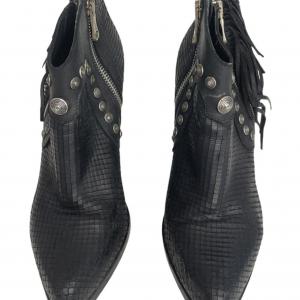 מגפיים שחורים עם ניטים כסופים ופרנזים בצד mimmu 2