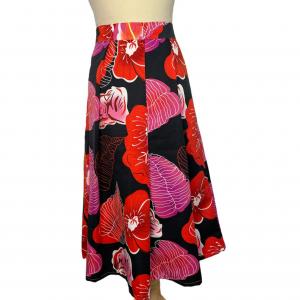 חצאית קפלים כחולה כהה עם עלים באדום ורוד 2