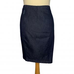 חצאית צמודה ג׳ינס כחול כהה רוכסן בצד ימין למטה armani 2