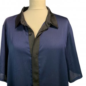 שמלה מכופתרת כחול כהה עם צאורון שחור - Paper 4