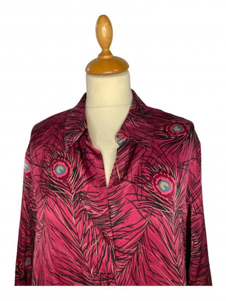 חולצת משי ויטנג׳, סגולה עם הדפס נוצות טווס 2